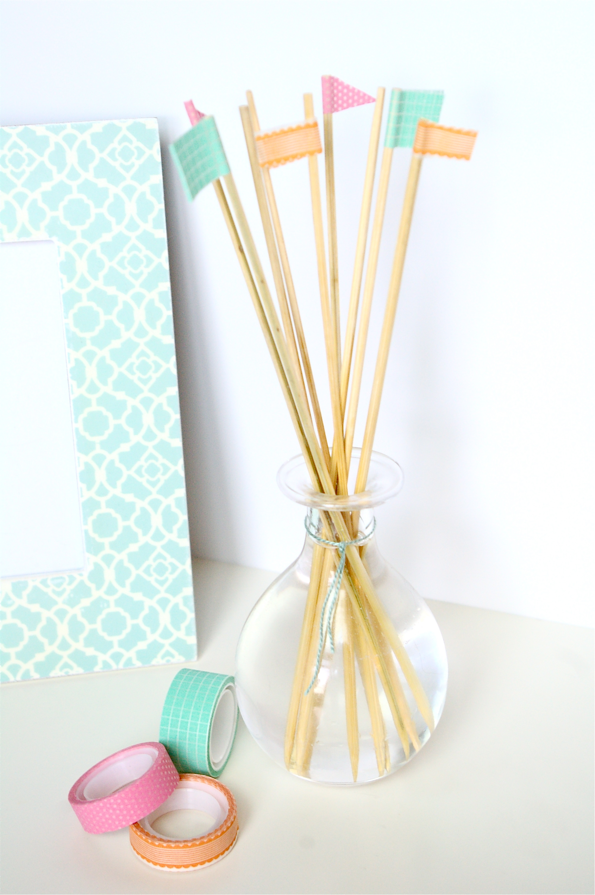 DIY Reed Diffuser by Top Houston Lifestyle Blogger Ashley Rose #essentialoil #oil #peppermint #aroma #scent #reeddiffuser #diffuser